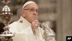 El papa Francisco aceptó la renuncia del obispo auxiliar de Los Ángeles, monseñor Alexander Salazar, quien fue acusado de eventual conducta inapropiada con un menor en la década de 1990.