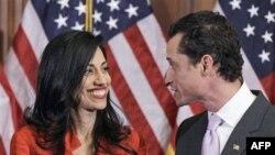 Kongresmen Entoni Viner i njegova supruga Huma Abedin, prilikom polaganja zakletve na početku rada 112. Kongresa na Kapitol Hilu, 5. januara 2011.