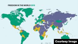 """2019世界自由度报告显示全世界有86个""""自由""""国家,59个""""部分自由""""国家、50个""""非自由""""国家(自由之家网站图片)"""