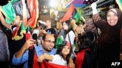 Nhiều người vẫn còn tiếp tục mừng đón tin ông Gadhafi bị hạ sát