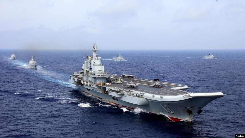 中國航母遼寧號參加中國海軍在西太平洋的軍事演習。 (2018年4月18日)