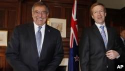 21일 뉴질랜드 오클랜드의 총독 관저에서 회담한 조나단 콜맨 뉴질랜드 국방장관(오른쪽)과 리언 파네타 미 국방장관 (왼쪽).