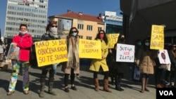 Aktivisti Osmomartovskog marša na Trgu Krajine, Banja Luka, 08.03.2021.