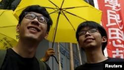 被起訴的香港學生領袖羅冠聰與黃之鋒 (資料圖片)