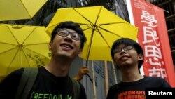 因為2014年雨傘運動抗議而被香港當局控告的學生領袖羅冠聰與黃之鋒(資料圖片)