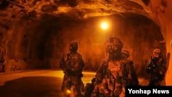 미2사단 제23화학대대 병사들의 훈련 장면(자료사진)