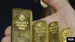 Emas batangan seperti ini sudah mulai diperdagangkan dengan menggunakan mesin di Tiongkok (foto:dok).