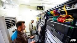 جدید ٹیکنالوجی کے استعمال سے لوگوں کے لیے آن لائن زیارت کو ممکن بنایا گیا ہے۔
