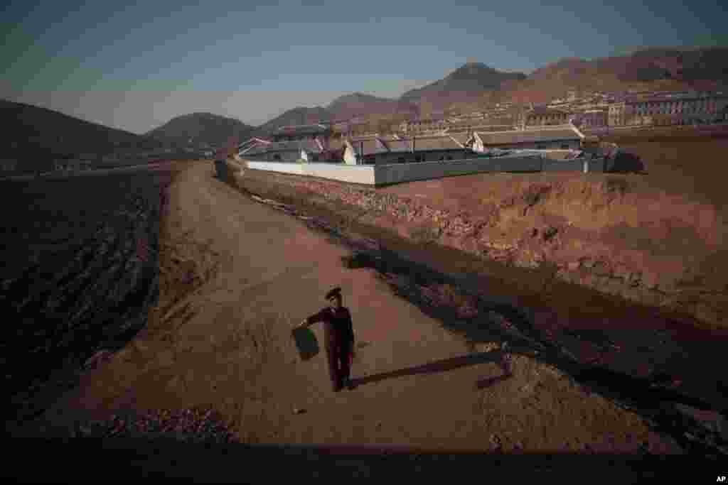 Un tren en Norte de Corea rumbo al norte de la provincia de Phyongan, a unos 50 kilómetros al sur de la ciudad fronteriza de Sinuiju.