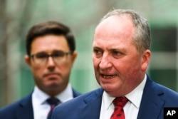 Barnaby Joyce memberikan keterangan kepada media dalam konferensi pers di Gedung Parlemen di Canberra, Australia, Senin, 21 Juni 2021.