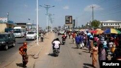 南蘇丹首都朱巴街道上的人民