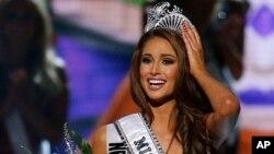 Es la primera representante de Nevada en llevarse la banda de Miss USA, por lo que representará a los Estados Unidos en el Miss Universo 2014.