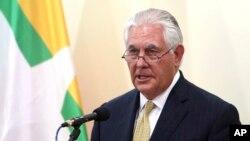 렉스 틸러슨 미국 국무장관이 지난 15일 미얀마 레피도에서 열린 기자회견에서 미국 정부의 대 미얀마 정책을 밝히고 있다.