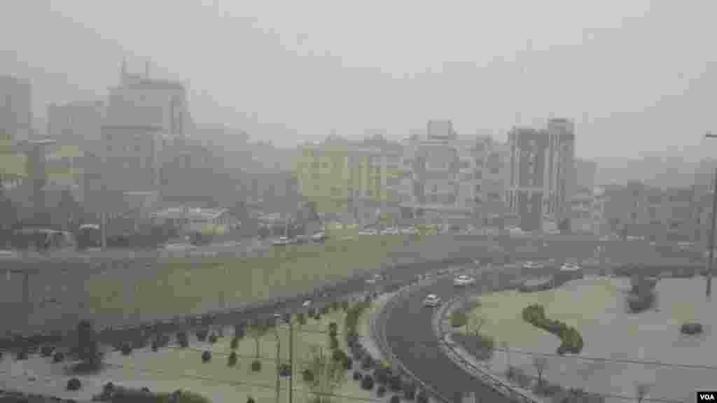 بارش برف در تهران عکس: مصطفی (ارسالی شما)