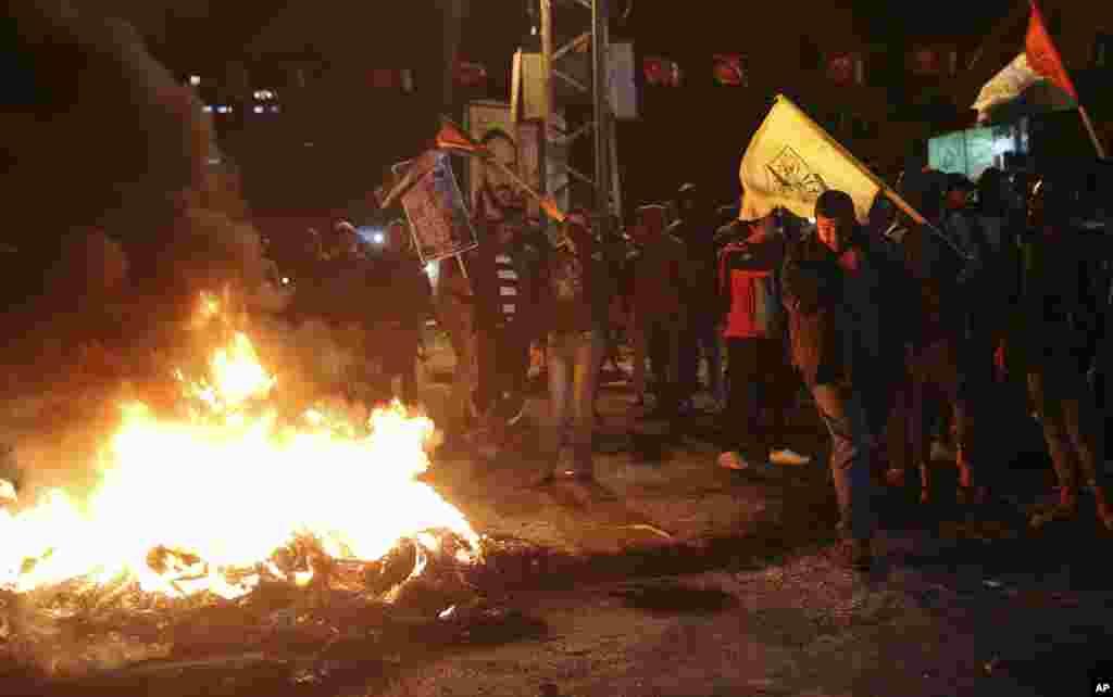 بدھ کو صدر ٹرمپ کی جانب سے یروشلم سے متعلق فیصلے کے اعلان کے فوراً بعد فلسطین کے مختلف علاقوں میں احتجاجی مظاہرے پھوٹ پڑے۔