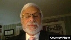 Trợ lý Ngoại trưởng Hoa Kỳ phụ trách Dân chủ, Nhân quyền, và Lao động Robert Destro.