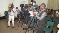 Jornalistas e politicos discutem liberdade de informação em Angola - 2:12