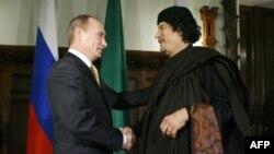 Владимир Путин и Муаммар Каддафи в Москве 1 ноября 2008 года