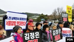 11일 청와대 앞에서 6·25 전시납북인사가족협의회가 시위하고 있다.