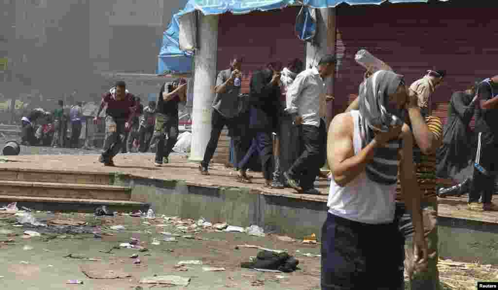 Las fuerzas de seguridad arremetieron contra los campamentos de los partidarios de Morsi, generando una situación de caos.