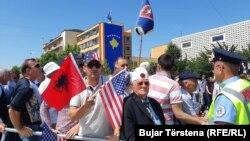 Građani na proslavi u Prištini