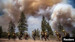 Phát ngôn viên cơ quan bảo vệ rừng California, ông Daniel Berlant nói đám cháy bây giờ rộng hơn 427 mét vuông