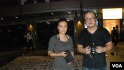 香港行為藝術家陳式森(右)最近發起行為街頭表演,悼念李旺陽逝世100日,杜躍參與這項表演
