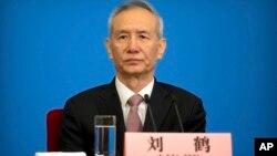 Phó Thủ tướng Lưu Hạc tại cuộc họp báo tại Đại lễ đường Nhân dân ở Bắc Kinh ngày 20/3/2018 sau khi kết thúc phiên họp của Đại hội đại biểu Nhân dân toàn quốc Trung Quốc.