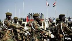 Tentara Sudan selatan melakukan parade di ibukota Juba. Khartoum menuduh Sudan selatan membantu pemberontak di negara bagian Kordofan selatan.