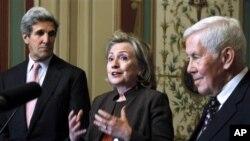 克林頓國務卿就美俄核武條約在國會會見參議員