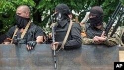 13일 우크라이나 동부 항구도시 마리우폴의 정부군 병사들.