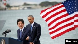 Japanese Prime Minister Shinzo Abe, left, and U.S. President Barack Obama speak at Joint Base Pearl Harbor-Hickam, Hawaii, Dec. 27, 2016.