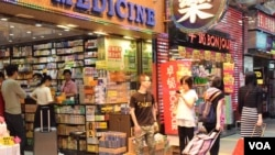 香港主要購物區旺角近日仍有不少中國遊客前往購物 (美國之音湯惠芸拍攝)