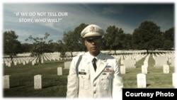 Đại uý James Văn Thạch thăm mộ các chiến binh gốc Việt trong quân phục binh chủng Hoa Kỳ cùng với Cựu Chiến binh Việt Nam tại nghĩa trang quốc gia Arlington ở thủ đô Washington.
