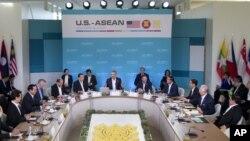 Tổng thống Mỹ Barack Obama họp với các lãnh đạo của 10 nước thành viên ASEAN tại Sunnylands, bang California, ngày 15/2/2016.