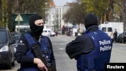 比利时警方在布鲁塞尔警戒。