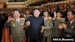 朝鲜领导人金正恩在为核武器试验中做出贡献的核科学家和工程师举行庆祝活动(2017年9月10日)
