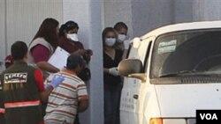 Las autoridades de México trasladaron de inmediato los cuerpos de las 14 víctimas al Servicio Médico Forense.