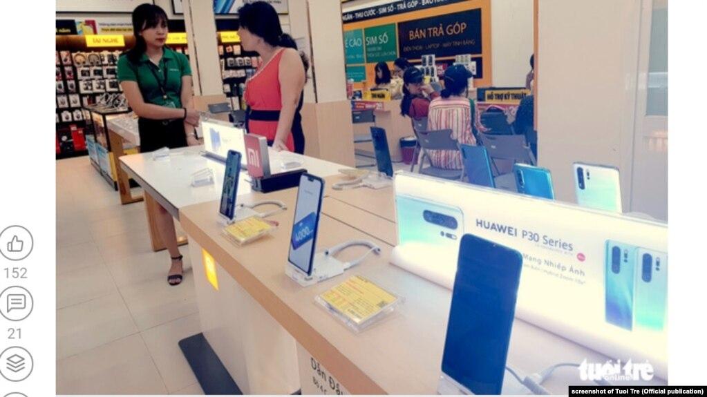 Một cửa hàng có bán điện thoại Huawei ở Việt Nam