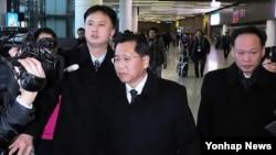 적십자회담 참석차 중국 선양공항에 도착한 북한 대표단