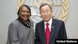 Le Secrétaire général Ban Ki-moon (à droite) et Margaret Vogt, son Représentant spécial et Chef du Bureau intégré des Nations Unies en République centrafricaine (BINUCA)