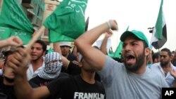 Warga Lebanon melakukan unjuk rasa mengecam pembunuhan Brigjen Wissam al-Hassan, kepala intelijen polisi yang tewas akibat bom mobil di Beirut.