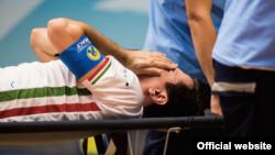 محمد کشاورز کاپیتان تیم ملی فوتسال در نیمه اول به شدت مصدوم شد