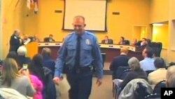 Polisi Darren Wilson menghadiri pertemuan dewan kota di Ferguson, Februari 2014.