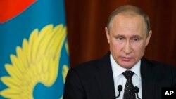Ảnh tư liệu - Tổng thống Nga Vladimir Putin phát biểu trong cuộc gặp với các Đại sứ Nga ở Moscow, ngày 30 tháng 6 năm 2016.
