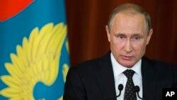 Tổng thống Nga Vladimir Putin đang lấy điệp vụ bị cáo buộc làm lý do để quyết định rút khỏi cuộc đàm phán hòa bình dự kiến ở Normandy.