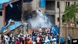 폭탄 테러로 붕괴된 나이지리아 카두나 주의 한 교회 건물