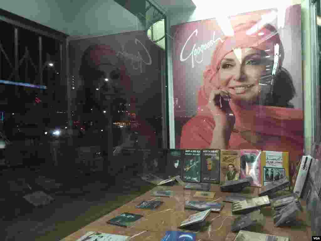 فروشگاه موسيقی در خيابان وست وود