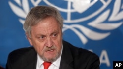 联合国秘书长阿富汗问题特别代表海瑟姆在喀布尔举行的一个记者会上讲话