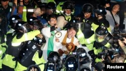 People scuffle with riot police during a protest opposing the deployment of a Terminal High Altitude Area Defense (THAAD) system in Seongju, South Korea, Sept. 7, 2017.
